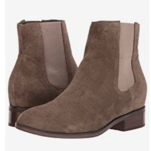 Steve Madden Chelsea boot suede